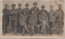 Fotografia Cm. 8,2 X 13,9 Con Gruppo Di Militari. Retro: Enego (Vicenza) 11.11.1922 - Guerra, Militari