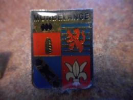 A038 -- Pin's Blason Mondelange - Villes