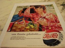 ANCIENNE PUBLICITE UN FRAIS PLAISIR  PEPSI COLA 1964 - Affiches