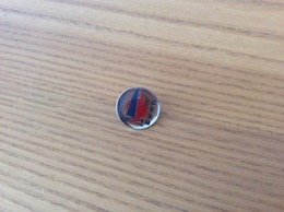 "Pin's ""CVSM - St-Malo (35)"" (Club Voile, Voilier) - Zeilen"
