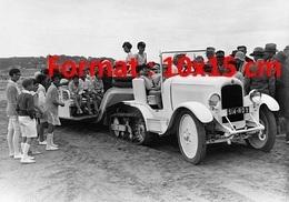 Reproduction D'une Photographie Ancienne D'une Citroen à Chenilles Tirant Des Enfants Sur La Plage à Deauville En 1929 - Reproductions