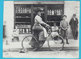 Photo Ancienne Mais REPROD. Dame Vélo Devant Boulangerie Romand à COUPY (maintenant Submergé Par Le Barrage) TB 2 Scans - Frankreich