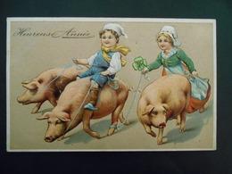 Enfants - Petit Garçon Assis Sur Cochon,tenant 2 Autres Avec Ruban, Petite Fille Courant Derrière- Gaufrée - Série 6174 - Bambini