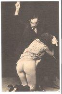 Züchtigung Einer Jungen Frau V. 1912 (EA12) - Weibliche Schönheit Von Früher < 1920