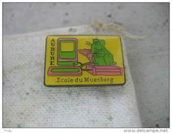 Pin's De L'école Du Muesberg à AUBURE (Dépt 68) - Administrations