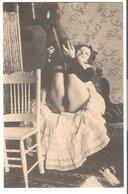 Junge Frau In Erotischer Pose  V. 1912 (EA28) - Weibliche Schönheit Von Früher < 1920