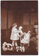 PHOTO. ENFANT. JOUETS ANCIENS. CHEVAUX. POUPEE. - Photos
