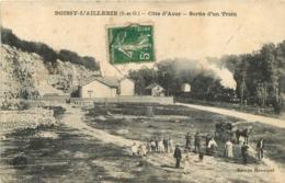 BOISSY L'AILLERIE COTE D'AZUR SORTIE D'UN TRAIN - Boissy-l'Aillerie