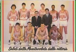 SCAVOLINI BASKET PALLACANESTRO SALUTI MAXITAVOLATA  VITTORIA PESARO CAMPIONE D'ITALIA 1987/88 CM.10,5X15,5  N/V - Pallacanestro