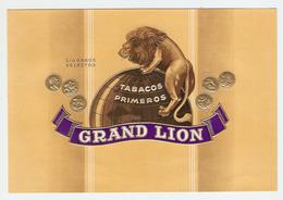ETIQUETTE 13 X 19 Cm GAUFREE CIGARROS SELECTOS GRAND LION - TABAC - TABACOS PRIMEROS - CIGARE - MAPPEMONDE - Labels