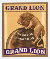 ETIQUETTE 11 X 13 Cm GAUFREE GRAND LION - TABAC - TABACOS PRIMEROS - CIGARE - MAPPEMONDE - Labels