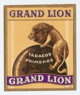 ETIQUETTE 9,5 X 11,5 Cm GAUFREE GRAND LION - TABAC - TABACOS PRIMEROS - CIGARE - MAPPEMONDE - Labels