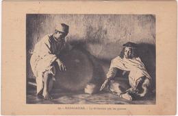 MADAGASCAR. La Divination Par Les Graines. 19 - Madagascar