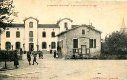 CASSAGNE  =  Les écoles Et Le Clocher ..  846 - France