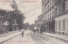 83 / HYERES / AVENUE ALPHONSE DENIS  / DAMES DE FRANCE  / JOLIE CARTE ANIMEE - Hyeres
