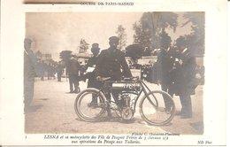RARE !! COURSE De PARIS-MADRID - LESNA Et Sa Motocyclette PEUGEOT DE 3 Chevaux 1/2 Au Pesage Aux Tuileries - Sport Automobile