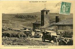 La Ferme Hôtel De La JASSERIE Et Le Sommet Du Crêt De La Perdrix   -- Nombreuses Automobiles - Mont Pilat