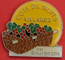 LL  661.....COTES DE NUITS VILLAGES..........EN  BOURGOGNE - Pin's