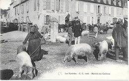 65 - LES PYRENEES - Marché Aux Cochons - Animation : Matériel Agricole ++ - Restaurant SIMACOURBE - C.C. 1006 -Bon état - Sin Clasificación