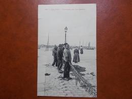 Carte Postale  - CALAIS (62) - Pêcheurs Sur Les Quais (3464) - Calais