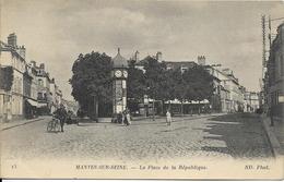 Cpa Mantes Sur Seine, Place De La République, Pub Byrrh - Mantes La Jolie