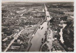 CHAUNY VUE DU CANAL AVEC PENICHE - Chauny