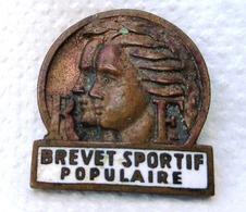 INSIGNE BROCHE BREVET SPORTIF POPULAIRE Numéroté , Bronze  émaillé Blanc , Années 30 EPINGLETTE DAME . OLD PIN'S  SPORT - Gymnastique