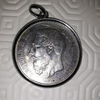 Médaillon Avec Pièce En Argent De 5 Franc Léopold II De 1874 - 1865-1909: Leopold II