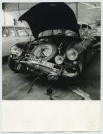 Grands Formats. Citroen DS Dans Un Garage Après Un Accident. - Automobiles