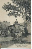 CPA VILLEMUS - Basses Alpes - Place De La Fontaine - Animée - Écrite - Bon état - Francia
