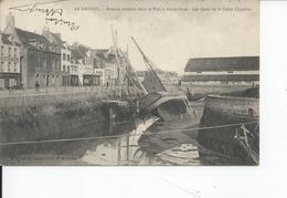 LE CROISIC   Bateaux Echpues Dans Le Port - Le Croisic