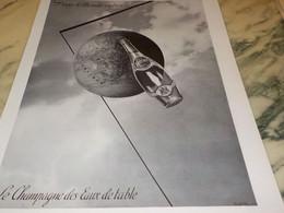ANCIENNE PUBLICITE DANS LE MONDE ENTIER  PERRIER 1935 - Perrier