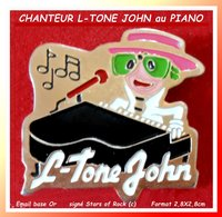 SUPER PIN'S Chanteur S.L.TONE JOHN : Chanteur, Musicien Célèbre Au Piano, Roi De La POP MONDIALE, Signé STARS Of ROCK - Muziek