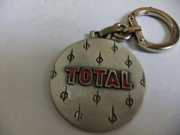 Année 60 1 Porte-clé  Bourbon Métal  émaillé   TOTAL - Cartes