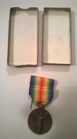 Médaille La Grande Guerre Pour La Civilisation Avec Barette Boite Et Broche 1914 1918 - France