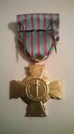 Médaille Croix Du Combattant  Avec Boite Et Broche - France