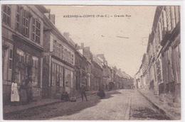 62 AVESNES Le COMTE Grande Rue ,façade Librairie Papeterie Avec Commercant Sur Le Pas De Porte  ,circulée En 1920 - Avesnes Le Comte