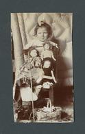 Photo Ancienne Real Foto Petite Fille Little Girl Avec Toutes Ses Poupées Doll Jouet Toy Peluche - Photographs
