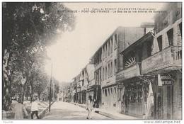 N16- FORT DE FRANCE (MARTINIQUE)  LE BAS DE LA RUE AMIRAL DE GUEYDON - (ANIMEE -  COIFFEUR C. AMBROISE - 2 SCANS) - Fort De France