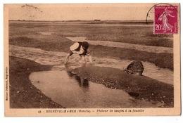 REGNEVILLE SUR MER PECHEUR DE LANCON A LA FAUCILLE ANIMEE - Autres Communes