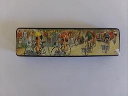 Plumier En Carton Bouilli Décor Tour De France 22 X 6 X 3 Cm, Poids 160 Gr - Other Collections
