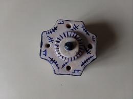 ENCRIER EN CERAMIQUE BLANCHE A DECOR BLEU 10 X 10 X 7 CM 355 GR - Inkwells