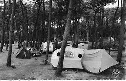 VAUX SUR MER LES CAMPEURS EN FORET PLAGE DE NAUZAN VIEILLES CARAVANES ,4CV .CARTE  NON POSTEE T.B.E. - Vaux-sur-Mer