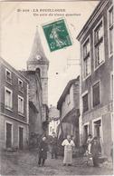 LA FOUILLOUSE - Un Coin Du Vieux Quartier - Café Des Voyageurs - Animé - Francia