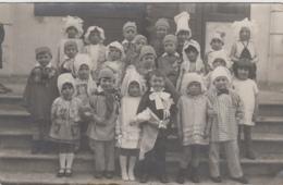Enfants - Groupe D'enfants Déguisés - Carte-Photo - Meunier Conscrit Folklore - Ecole Carnaval - Grupo De Niños Y Familias