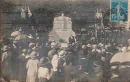 Carte Photo . Militaire : Cérémonie Aux Monuments Aux Morts : Lieu à Localiser - War Memorials