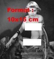 Reproduction D'une Photographie Ancienne D'une Jeune Femme Nue Avec Près D'elle Des Animaux En Bois En 1935 - Reproductions