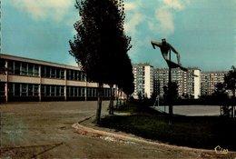 76-ROUEN-SAPIN..CENTRE COMMERCIAL DU VAL GRIEU..GROUPE SCOLAIRE MAUPASSANT....CPM - Rouen