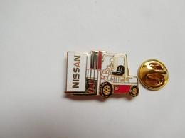 Beau Pin's En EGF , Matériel De Manutention , Chariot élévateur Nissan - Pin's