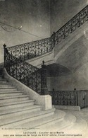 LECTOURE  Escalier De La Mairie Avec Une Rampe En Fer Forgé Du XVIIIe RV - Lectoure